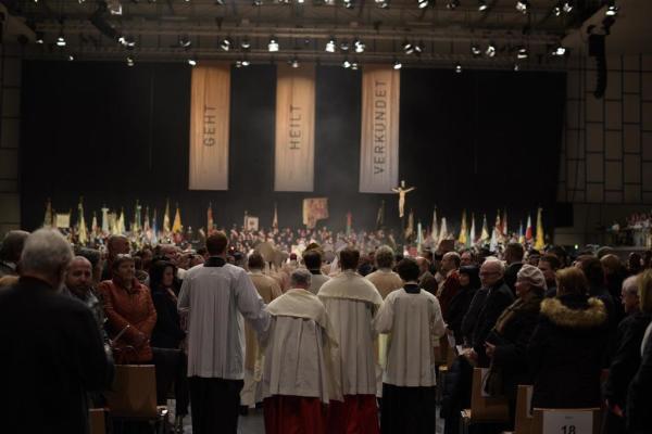 Diözese Innsbruck / 049_bischofsweihe_hermann_glettlereinzug_und_eroffnun / Zum Vergrößern auf das Bild klicken