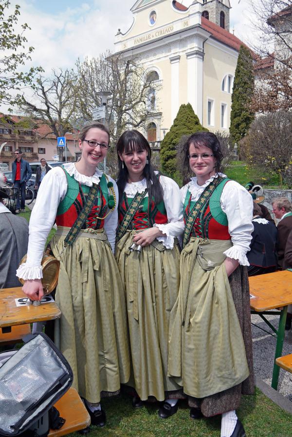 Bergmann Hans / 12_p1060181-unsere-marketenderinnen / Zum Vergrößern auf das Bild klicken