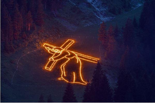 tirol.at / Bergfeuer / Zum Vergrößern auf das Bild klicken