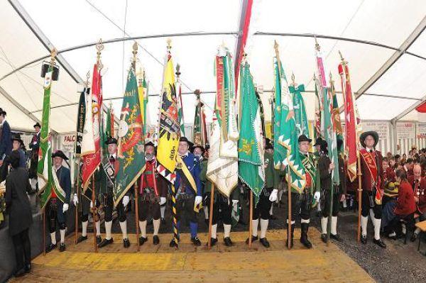 Kompanie Strengen / Bezirksfest Landeck / Zum Vergrößern auf das Bild klicken