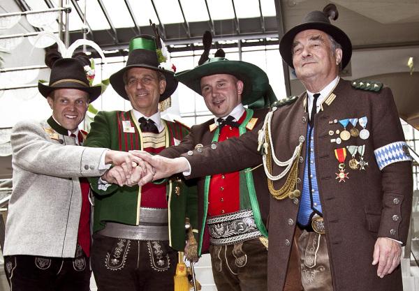 Leitner Klaus / bv2011-lkdt-allebunde / Zum Vergrößern auf das Bild klicken