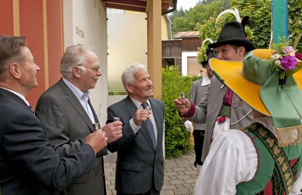 Hans Bergmann / dsc_2426_ein_prost_auf_die_jubilare__ / Zum Vergrößern auf das Bild klicken