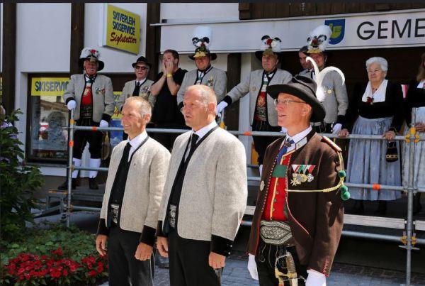 Schützenregiment Zillertal / Ehrengäste Zillertal / Zum Vergrößern auf das Bild klicken