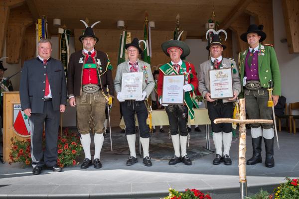 Toni Ausserlechner / ehrungen4 / Zum Vergrößern auf das Bild klicken