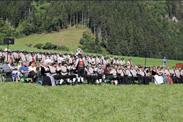 Schützenregiment Zillertal / Feldmesse Ehrengäste Zillertal / Zum Vergrößern auf das Bild klicken