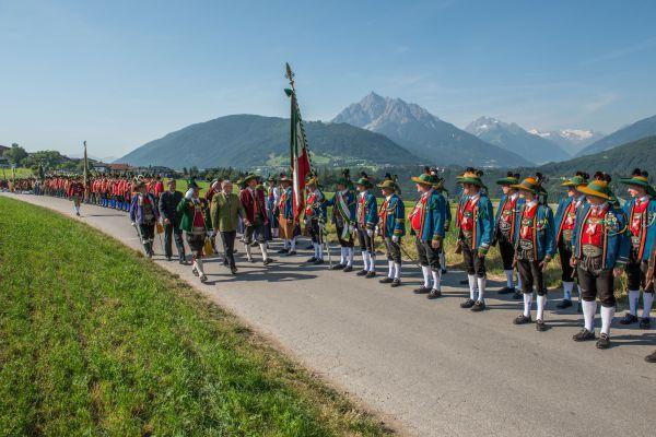 Schützenbataillon Sonnenburg / Bataillonsfest Patsch Frontabschreitung / Zum Vergrößern auf das Bild klicken