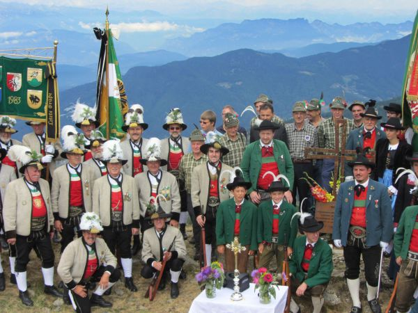 Schützenregiment Zillertal / Gedenkkreuze Bataillon Oberes Zillertal / Zum Vergrößern auf das Bild klicken