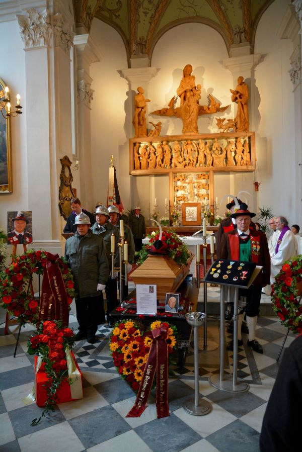 Hans Gregoritsch / Holzbaur Beerdigung / Zum Vergrößern auf das Bild klicken