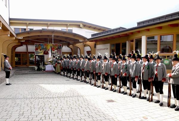 Bergmann Hans / kompanie_fronleichnam_2012 / Zum Vergrößern auf das Bild klicken