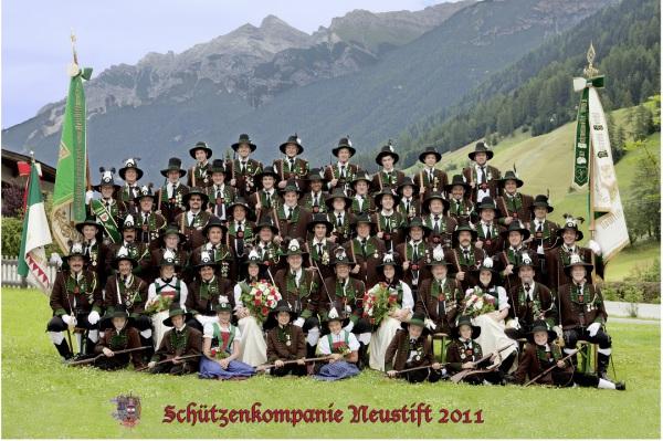 komp.neustift / kompaniefoto_2011.komp / Zum Vergrößern auf das Bild klicken