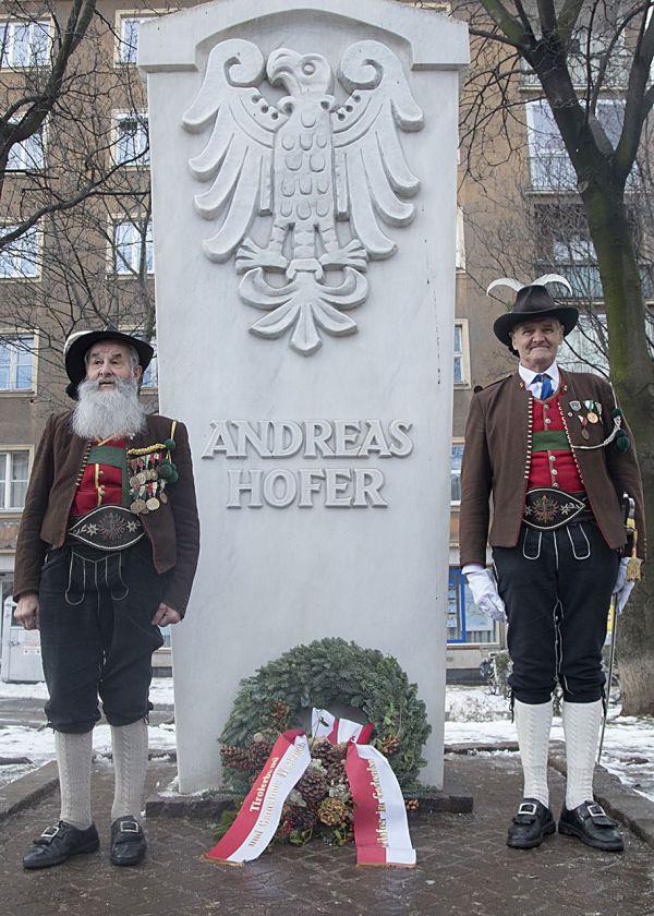 die-eventfotografen.at / Tiroler Ball 2016 Andreas Hofer Denkmal / Zum Vergrößern auf das Bild klicken