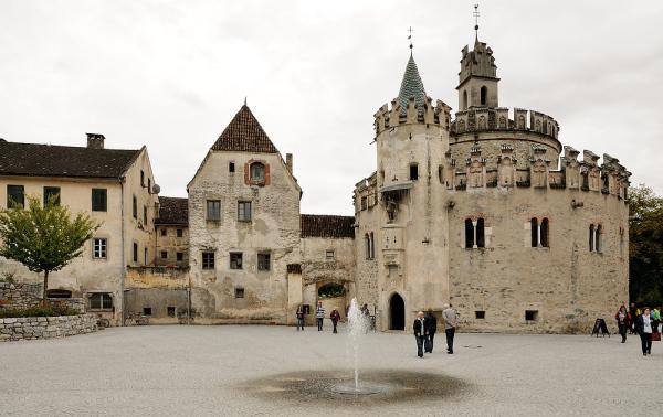 images.fotocommunity.de / Michaelskapelle Kloster Neustift / Zum Vergrößern auf das Bild klicken