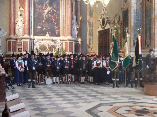 Speckbacher Schützen Hall / Heilige Messe Brixner Dom / Zum Vergrößern auf das Bild klicken