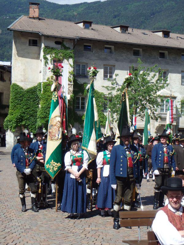 Speckbacher Schützen Hall / Ansprachen Brixner Domplatz / Zum Vergrößern auf das Bild klicken