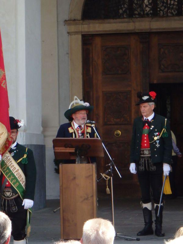 Speckbacher Schützen Hall / Ansprache Sarnthein / Zum Vergrößern auf das Bild klicken