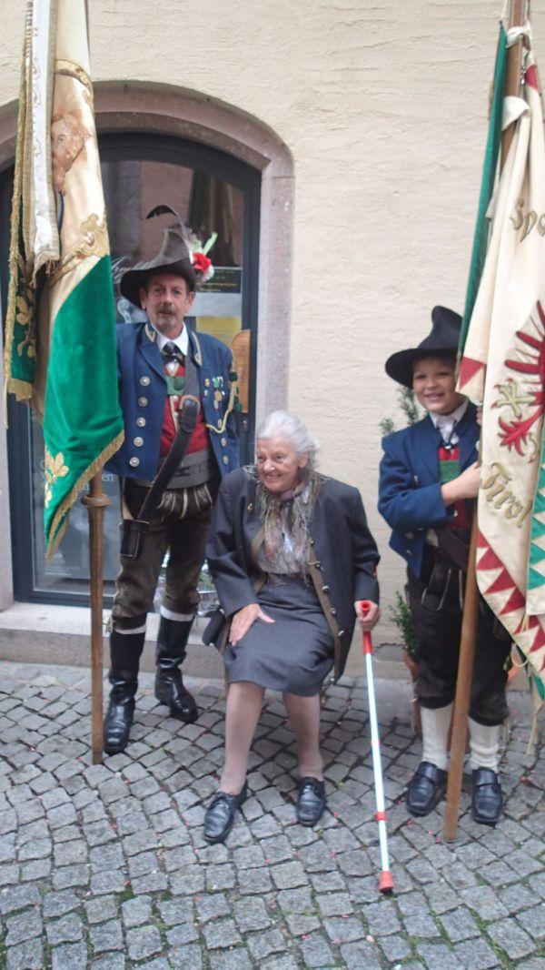 Speckbacher Schützen Hall / 50 Jahre Fahnenpatin / Zum Vergrößern auf das Bild klicken