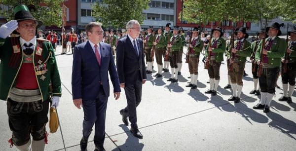Österr. Präsidentschaftskanzlei / Lechner / Empfang Bundespräsident / Zum Vergrößern auf das Bild klicken