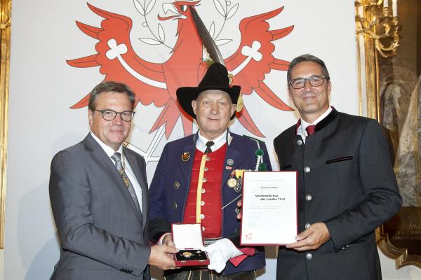 Land Tirol / Frischauf / Verdienstkreuz Florian Fischler / Zum Vergrößern auf das Bild klicken