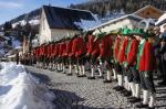 Bestattung Jesacher / Schützenkompanie im Friedhof / Zum Vergrößern auf das Bild klicken