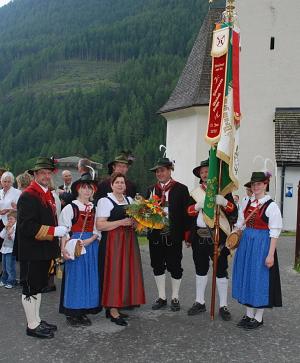Berger Michael / fahnenweihe_13.06.2010 / Zum Vergrößern auf das Bild klicken